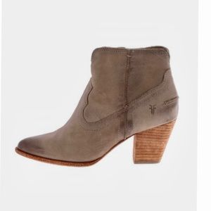 Frye taupe Renee Sean short boots 6M